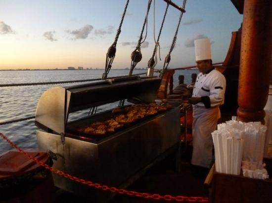 COLUMBUS THE LOBSTER DINNER CRUISE-VEGETARIANO CANCÚN